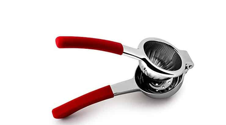 A lemon squeezer gadget for cooking