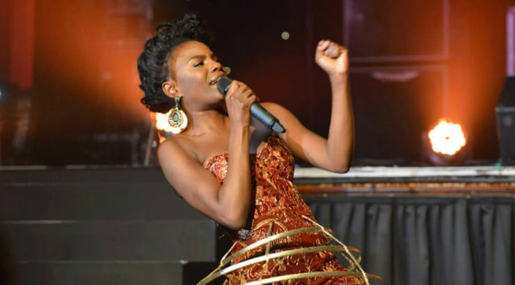 Shingai Shoniwa loves to get her rock on during live performances