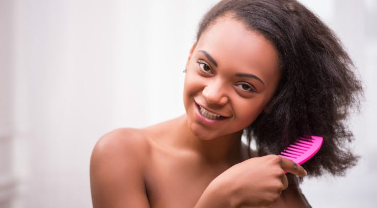 Detangling transitioning hair for black women