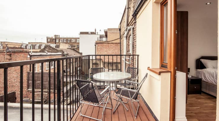 Airbnb rooms are a good alternaltive to hostels, hotels and apartments when taking a vacation