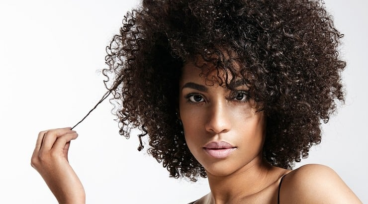 While curl sponges can be used to add curls to the hair, they can also be used to lay the foundation for locs.