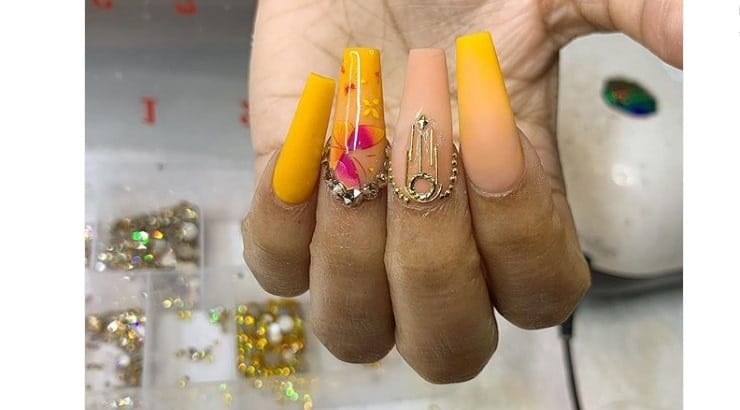 Barry's Beauty Bar offers a series of highly demanded nail services which include ombre nails and chrome finishes.