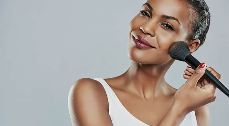 For best application, BB creams should be applied with the hands or a damp beauty sponge.