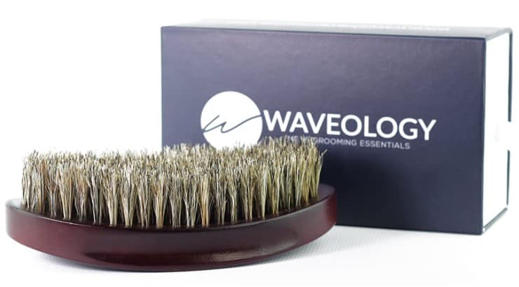 Waveology 360 Waves Brush features a contoured bristle head as well as grooves to give users a better grip.